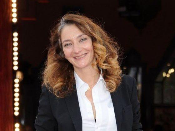 فرانس میں فلمز ایوارڈ کی تقریب میں خاتون فنکارہ کا برہنہ ہوکر احتجاج