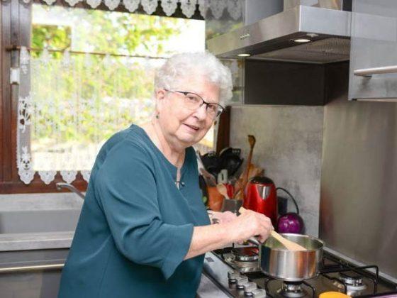 بوڑھے افراد گھریلو امور میں وقت گزاریں، دماغی صحت پائیں