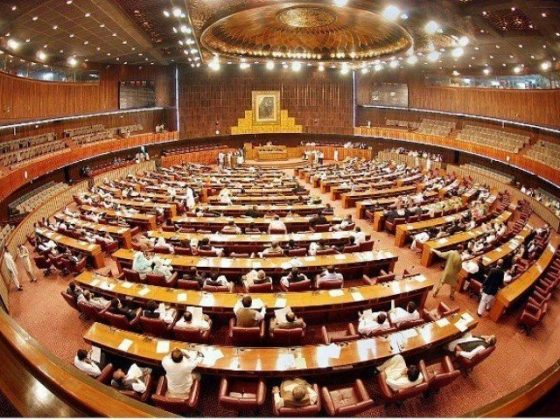 قومی اسمبلی اجلاس؛ فرانسیسی سفیر کو ملک بدر کرنے کی قرارداد جمعہ تک مؤخر