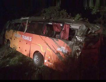 حسن ابدال میں مسافر بس کھائی میں گرنے سے 12 افراد جاں بحق