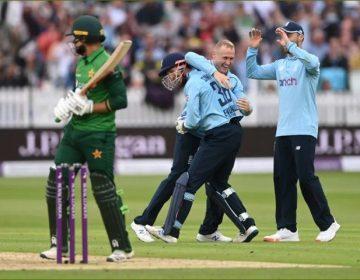 دوسرا ون ڈے؛ انگلینڈ نے پاکستان کو شکست دے کر سیریز جیت لی