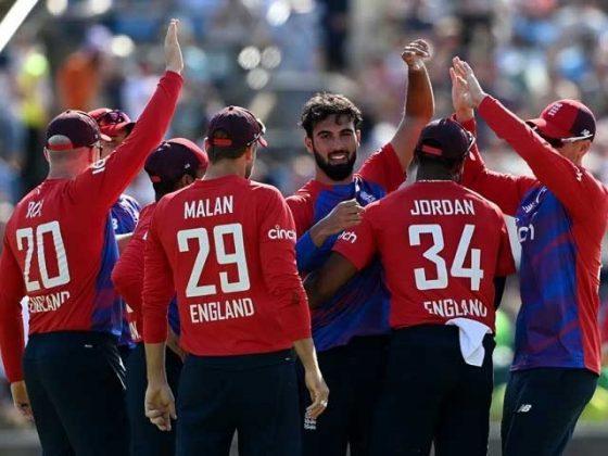 دوسرا ٹی ٹوئنٹی: انگلینڈ نے پاکستان کو 45 رنز سے ہرا کر سیریز برابر کردی