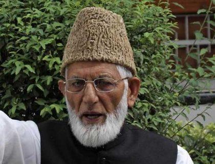 سید علی گیلانی سری نگر میں سپرد خاک، بھارت نے وادی میں غیر اعلانیہ کرفیو لگادیا